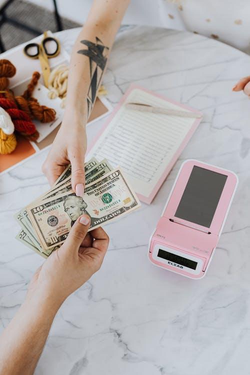 Geldoverhandigen